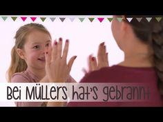Bei Müllers hat's gebrannt | Klatschspiele Anleitung - YouTube 4 Kids, Diy For Kids, Cool Kids, Hand Clapping Games, Activity Games, Activities, Songs, My Love, School