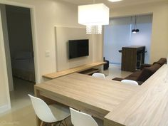 Os apartamentos estão cada vez menores e a utilização de uma boa marcenaria e móveis multifuncionais são uma ótima ideia para otimizar o espaço. Dê uma olhada nesses projetos de CasaPRO para se inspirar!