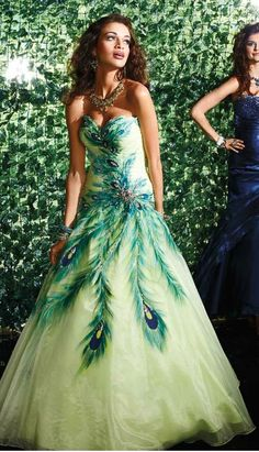 Wedding Stuff Ideas: Make Your Wedding Ceremony a Unique One With the Peacock Theme Party Peacock Wedding Dresses, Peacock Dress, Peacock Theme, Wedding Gowns, Green Peacock, White Peacock, Wedding Ceremony, Party Wedding, Bridesmaid Dresses