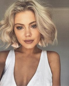Short hair is more than a trend. It's practically a way of life! Here are the - - Short hair is more than a trend. It's practically a way of life! Here are the 30 Best Short Hairstyles & Haircuts – Ombre Bob Hair, Wavy Hair, New Hair, Blonde Hair, Thick Hair, Short Bob Hairstyles, Hairstyles Haircuts, Pretty Hairstyles, Bob Haircuts