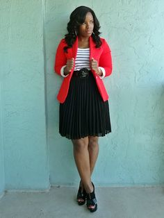 Black pleated skirt, How to wear a pleated skirt, How to wear red, white and black, Outfit of the day, Fashion blogger, Curvy office outfit, Curvy woman in a pleated skirt