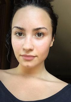 Demi's no makeup Monday. Love these no makeup celebrities! Helping teach confide… Demi's no makeup Monday. Love these no makeup celebrities! Demi is not a make-up monMakeup-Free Monday: DemiARIANA GRANDE MAKEUP AND No Makeup Movement, Demi Lovato Makeup, No Makeup Selfies, Celebs Without Makeup, Natural Brows, Natural Beauty, Bare Face, Celebrity Makeup, Visual Identity
