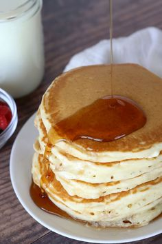How to make PERFECT Fluffy Pancakes {super easy recipe!} - It's Always Autumn - How to make PERFECT Fluffy Pancakes {super easy recipe!} – It's Always Autumn - Freeze Pancakes, How To Make Pancakes, Homemade Pancakes, Pancakes Easy, Fluffy Pancakes, Best Pancake Recipe, Pancake Recipes, Bread Recipes, Brunch Recipes