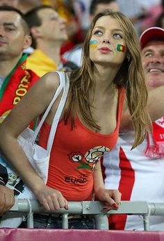 Don't Play Football Without Reading This First! Like many people, you may really enjoy football. What level of football player do you wish to be? Hot Football Fans, Football Girls, Soccer Fans, Female Football, Football Wags, Soccer Girls, Eleonore Toulin, Hot Fan, Female Volleyball Players