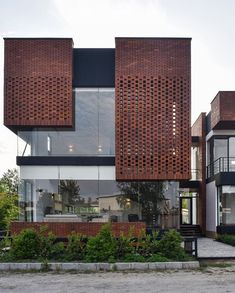 hotel fachada Maziar Brick House designed by Naghshe Khak Architectural Group image Vahid Joudi Royan, # Modern Brick House, Brick House Designs, Modern House Facades, House Front Design, Brick Design, Facade Design, Exterior Design, Modern Architecture House, Facade Architecture