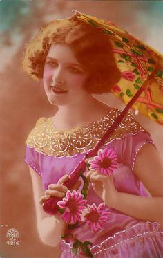 Vintage Lady and Parasol Vintage Photos Women, Vintage Photographs, Vintage Images, Vintage Ladies, Retro Vintage, Picture Postcards, Vintage Postcards, Vintage Cards, Vintage Beauty