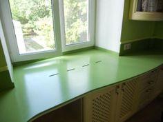 Столешница вместо подоконника. Нравится идея? Small Spaces, Table, Windows, Places, House, Furniture, Kitchens, Google, Radiant Heaters