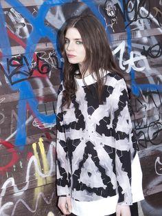 #print #graffiti #girl #streetstyle Fall Winter, Autumn, White Outfits, Graffiti Girl, Punk, Black And White, Anime, Minimal, Fashion Design