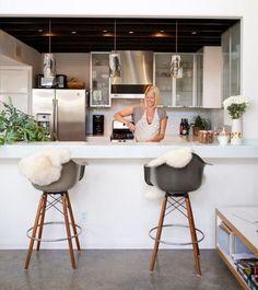 Eames plastic chair modern furnishings Hoker open kitchen white kitchen counter steel