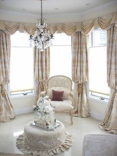 Amazing Living Room With Country Curtains: Traditional Living Room Soft Beige Blinds And Ornate Curtains For Bay Window French Country Kitchen Living Room Drapes, Living Room Windows, Formal Living Rooms, Bedroom Drapes, Bedroom Windows, Master Bedroom, Modern Living, Diy Bedroom, Bedroom Ideas