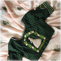 Elegant and pretty peach saree with forest green blouse combo.The fairytale princess embroidery is awesome. Saree Blouse Neck Designs, Simple Blouse Designs, Stylish Blouse Design, Dress Neck Designs, Hand Embroidery Dress, Hand Embroidery Designs, Embroidered Blouse, Embroidery Stitches, Blouse Models