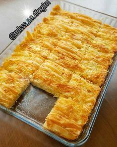 Sunum sahibi @misss_mutfagim Selam canlariftar ve sahur için nefis bir börek tarifi Pileli börek Yarım pk baklavalık yufka Sos icin; 2 yumurta 1sise soda 1sb süt 1sb sıvı yağ Içi için; Rendelenmiş peynir 2 adet yufkanın üzerin e peyniri serpiştirelim baştan sona büzelim margarinle yağlanmış tepsimize tepsimiz dolana kadar yapalim... üzerine sos malzemelerini bir kapta karıştırıp dökelim..önceden ısıtılmış fırında alt üst kızarana kadar pişirelim dilimleyip servis yapalım afi...