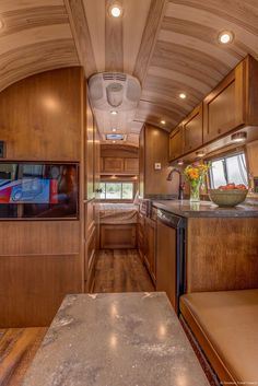 All class aboard this renovated 1953 Airstream Flying Cloud - Living in a shoebox Bus Interior, Airstream Interior, Vintage Airstream, Vintage Campers, Vintage Trailers, Airstream Remodel, Airstream Trailers, Travel Trailers, Shasta Trailer