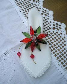 porta guardanapos de natal Christmas Napkin Folding, Christmas Napkin Rings, Christmas Sewing, Christmas Time, Christmas Crafts, Napkin Origami, Beaded Napkin Rings, Henna Art Designs, Table Accessories