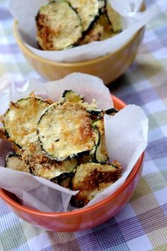 Oven-Baked Zucchini Chips-- we love these! They feel like such a splurge but won't hurt your waistline. Sheer perfection if you want to stick to your weight loss resolution but don't want to feel deprived! I LOVE zucchini chips YUMM Bake Zucchini, Zucchini Chips, Zucchini Parmesan, Baked Zuchinni Recipes, Parmesan Chips, Parmesan Recipes, Parmesan Crusted, Appetizer Recipes, Snack Recipes