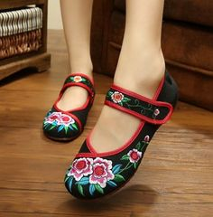 Sequined Peacock Embroidery Shoes