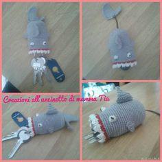 Guarda questo articolo nel mio negozio Etsy https://www.etsy.com/it/listing/245900406/squalo-portachiavi-shark-keyholder Squalo uncinetto portachiavi crochet shark keyholder