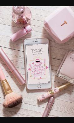 Find images and videos about pink, makeup and iphone on We Heart It - the app to get lost in what you love. Pink Love, Pretty In Pink, Rose Gold Aesthetic, Aesthetic Makeup, Tout Rose, Accessoires Iphone, Flat Lay Photography, Everything Pink, My Favorite Color