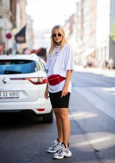 7 ways to style a white t-shirt- 7 Arten, ein weisses T-Shirt zu stylen Street style white t-shirt with cycling shorts - Mode Outfits, Short Outfits, Summer Outfits, Fashion Outfits, Style Fashion, Sneakers Outfit Summer, Woman Fashion, Ceinture Louis Vuitton, Look Con Short