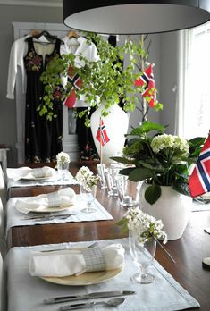 Anette Willemine: Hurra for mai! Norway National Day, Constitution Day, Beautiful Norway, Dere, Aesthetic Room Decor, Visit Norway, Time To Celebrate, Dinner Table, Holidays And Events