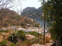 Taormina (ME) - Invisibile dalla strada costiera e sconosciuta ai più, l'incantevole spiaggetta libera di Mazzarò   da Lorenzo Sturiale