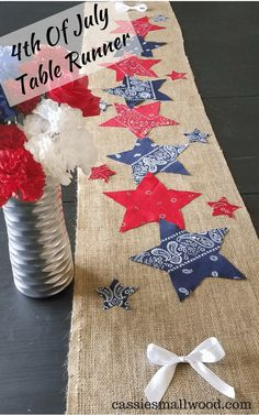 This easy patriotic table runner is so cute for your Memorial Day, Independence Day or Labor Day party! A simple no sew burlap runner with bandana stars that anyone can make to decorate for an outdoor. Fourth Of July Decor, 4th Of July Celebration, 4th Of July Party, July 4th, 4th Of July Events, Patriotic Crafts, July Crafts, Holiday Crafts, Holiday Fun