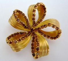 Vintage 50s Brooch Pin Large Goldtone Flower Small Topaz Brown Rhinestones