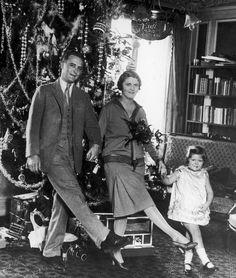 Francis Scott Fitzgerald z żoną Zeldą i córeczką Frances. Paryż,1925.