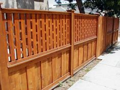 A horizontal wooden fence that fits with your backyard patio truly defines the significance of simplicity. There's another significant part our garden and that's the garden fences. Wood Fence Design, Modern Fence Design, Privacy Fence Designs, Wooden Fence, Lattice Fence Panels, Trellis Fence, Lattice Deck, Fence Landscaping, Backyard Fences
