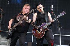 """Jupp (Bass) und Caro (Lead-Guitar) von der Band Saddiscore. (Foto: Björn Othlinghaus). Die """"schwarze Musik"""" deckt eine große Bandbreite an unterschiedlichen Stilen ab. Auf dem dreitägigen """"Gothic M…"""
