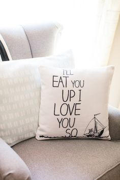 How cute is this Shutterfly pillow customized for a nursery? Click-through for more of Rennai's fun ideas for the baby's room. Follow Kim of @tomkatstudio