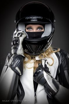 Beautiful Girls With Cars and Motorcycles - Bellas Mujeres Con Coches y Motos - Girls Washing Cars - Cars - Coches - Bikes - Motos Womens Motorcycle Helmets, Motorcycle Gear, Motorcycle Girls, Biker Helmets, Motorcycle Equipment, Motorcycle Touring, Classic Motorcycle, Racing Motorcycles, Motorcycle Accessories