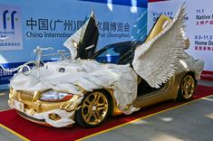 Un dragón convertido en coche de lujo  Para saber más sobre los coches no olvides visitar marcasdecoches.org