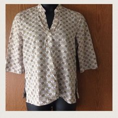 100% Cotton blouse Like new! 100% cotton blouse with daisy designs. If you look closely to pic #3, you can see clear sequins along the neck area. No stains or blemishes and top is very cool and comfy for hot summer days. Goes with anything from a white pencil skirt to dress up, to some denim for a nice casual, but polished look! Tag says M (8-10) but will fit a large also (measurements available upon request!) ❌No trades❌ Price negotiable  White Stag Tops