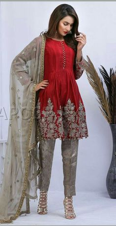 New Dress Indian Style Spring 2016 37 Ideas New Stylish Dress, Stylish Dresses For Girls, Stylish Dress Designs, Pakistani Fashion Party Wear, Pakistani Dresses Casual, Pakistani Dress Design, Dress Indian Style, Indian Dresses, Indian Outfits