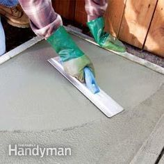 We'll show you the tools and techniques you need to get a smooth concrete finishing using a concrete float and concrete trowel. Pouring Concrete Slab, Concrete Slab Patio, Concrete Tools, Concrete Block Walls, Smooth Concrete, Concrete Overlay, Concrete Finishes, Concrete Furniture, Concrete Countertops