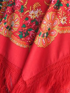 Typical scarf from the North of Portugal (Viana do Castelo) Narnia, Minho, Portuguese, Pretty Outfits, Fabrics, Culture, Costumes, Yellow, Red