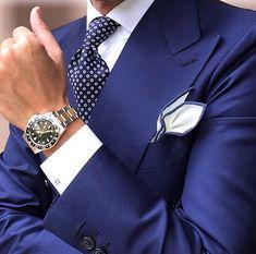 A Smart Navy Blue Suit always will remain in Style! Style Gentleman, Gentleman Mode, Dapper Gentleman, Sharp Dressed Man, Well Dressed Men, Mens Fashion Suits, Mens Suits, Men's Fashion, Herren Outfit
