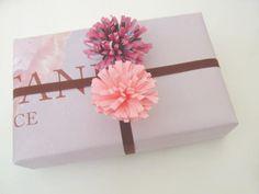 DIY Gift wrap paper pom pom