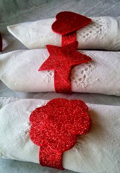 Dress Up Your Christmas Table! Crochet Christmas Gifts, Christmas Knitting, Christmas Diy, Christmas Decorations, Christmas Ornaments, Fast Crochet, Make And Do Crew, Rope Art, Diy Home Crafts