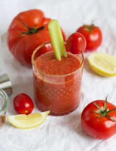 Drinks: Bloody Mary - we love handmade Bloody Mary, Mojito, Halloween Diy, Our Love, Diys, Vegetables, Party, Handmade, Food