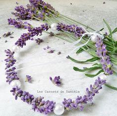 Petite couronne de lavande et perles montées sur fil de fer.
