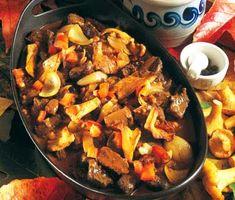 En lyxig och hissnande god jägargryta som kommer att göra dina gäster mycket belåtna. Mäktiga ingredienser som bland annat enbär, svamp, vin och grädde omger köttet och gör det mört och saftigt. Svindlande gott!