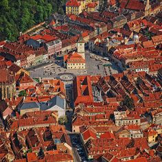 Brasov city is one of the most beautifull cities in Romania. Recomanded by Kiara Yew Adventures Schloss Bran Rumanien Montenegro, The Beautiful Country, Beautiful Places, Brasov Romania, Visit Romania, Romania Travel, World Cities, Medieval Town, Future Travel