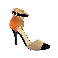 Sandália de camurça, Werner, R$ 220.  RAFAEL SARTORI