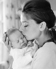 audrey hepburn with her little baby boy!! <3