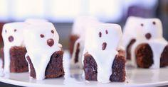 Zutaten: 100 g Butter 100 g Schokolade 2 Eier 100 g Zucker 50 g Mehl 200 g Puderzucker 1 Eiweiß Marshmallows Zubereitung...