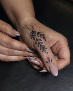 Hand And Finger Tattoos, Finger Tattoo For Women, Small Hand Tattoos, Wrist Tattoos For Women, Dainty Tattoos, Little Tattoos, Pretty Tattoos, Tattoos For Women Small, Mini Tattoos