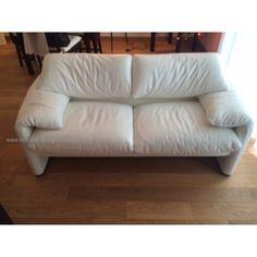 Suite nouvel appartement, je vends un canapé Cassina Maralunga.C'est un deux places en cuir blanc en 166. Il est quasi neuf, acheté en 2013.Valeur neuf: 7200€Plus d'info sur le site Cassina, c'est