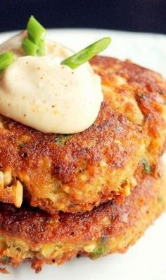 Creole Salmon Cakes...with hot mayo.  Winner winner salmon cake dinner.